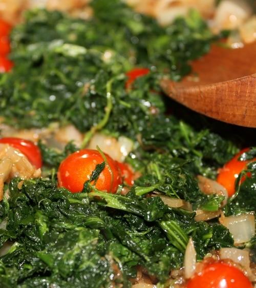 saute spinach tomato onions