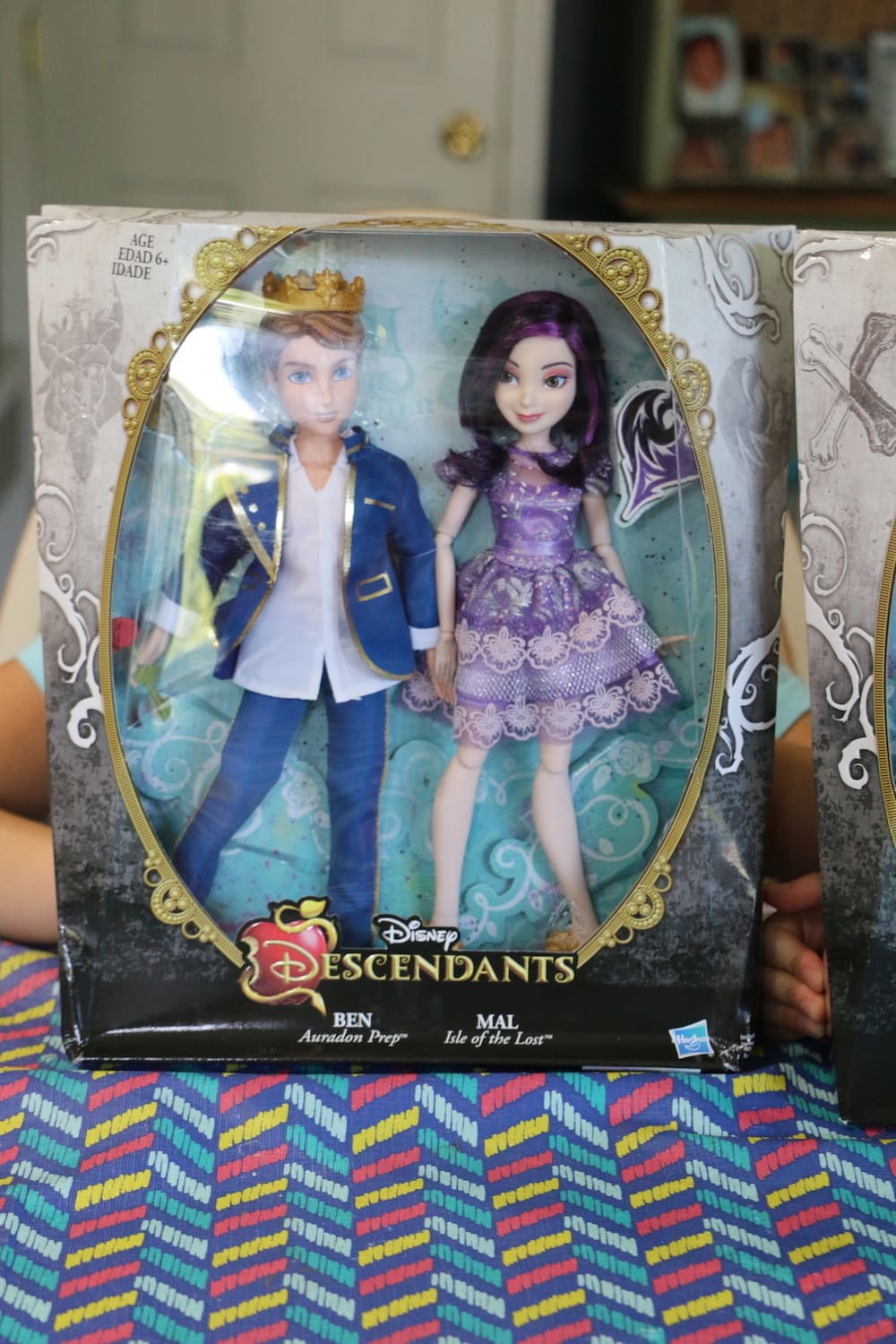 girls playing with Descendants 2 dolls