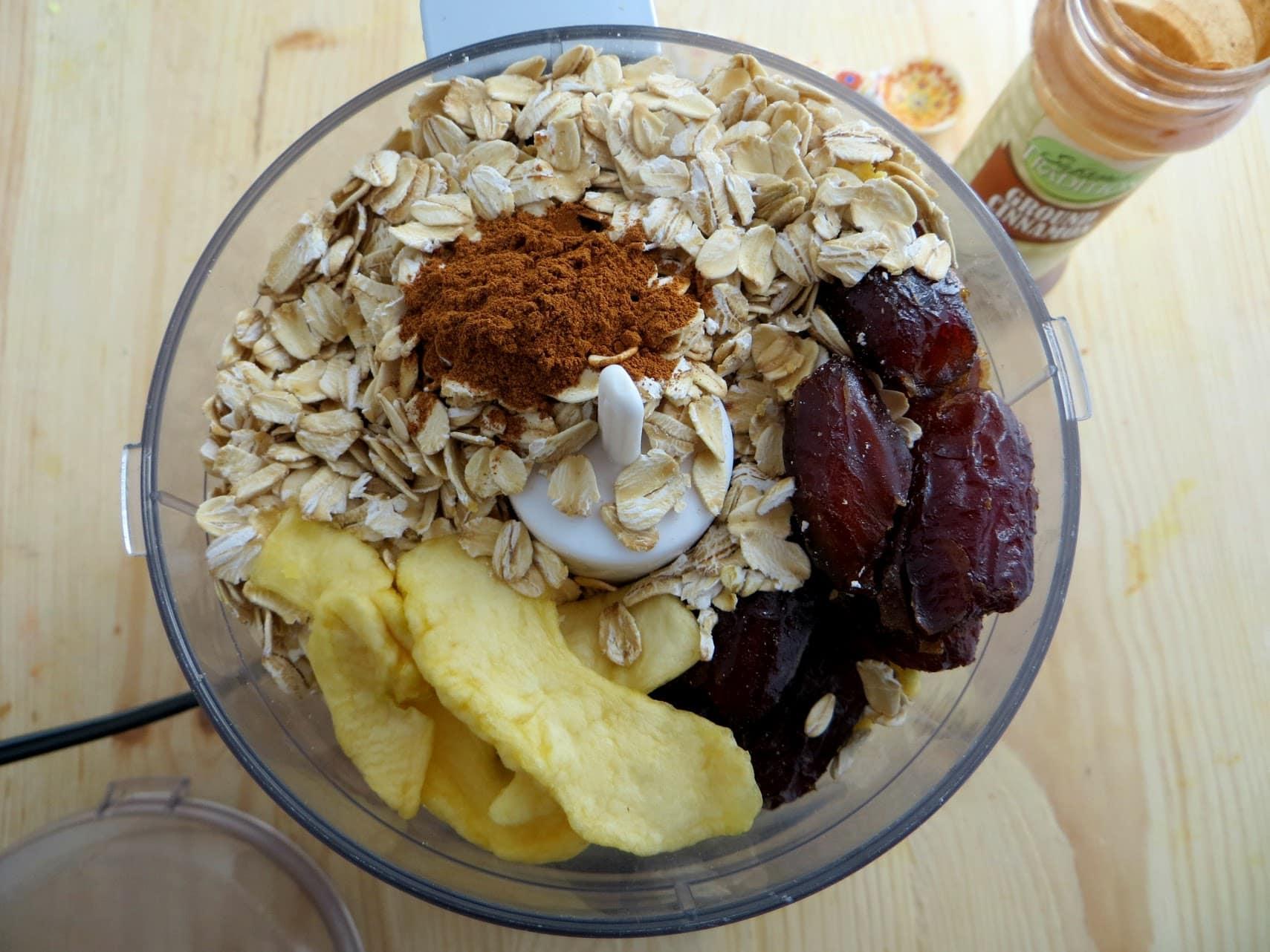 Apple Cinnamon Energy Bites: Super Easy Recipe