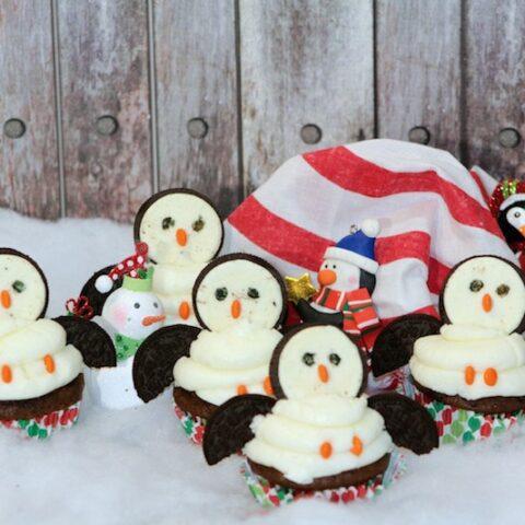 Penguin Cupcakes Made With Oreos: Winter Party Cupcake Idea