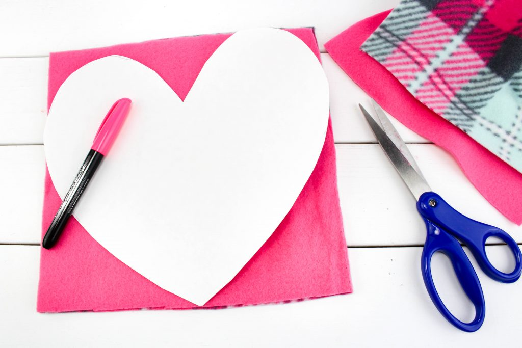 no sew valentine's day heart pillows pattern