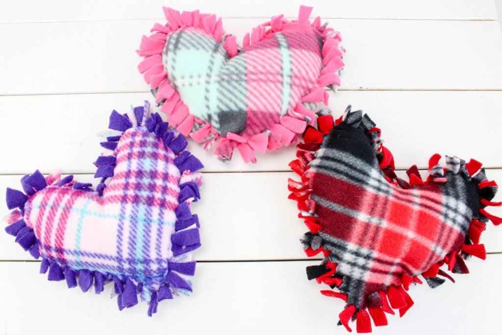 no sew valentine's day heart pillows DIY