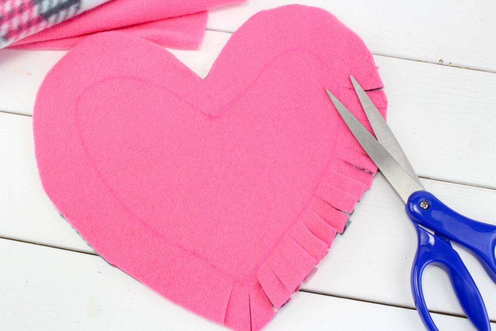 how to no sew valentine's day heart pillows