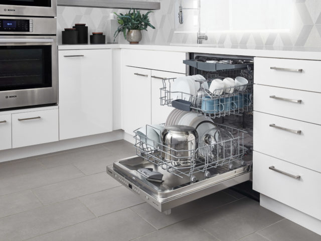 100Series_BarHandle_Open_34View_Dishes_H_0052_jw_v1