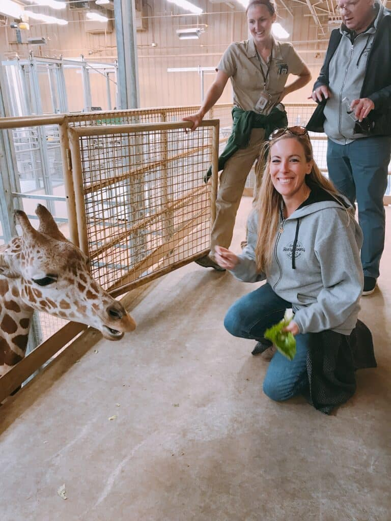 Omaha's Henry Doorly Zoo and Aquarium giraffe feeding