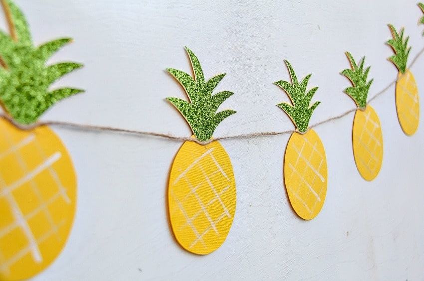 How to Make A Pineapple Garland