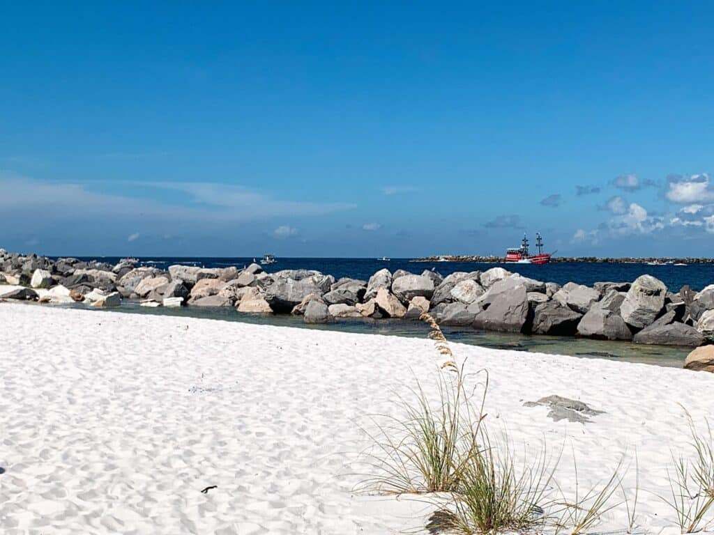 white sandy beach in Panama City - quartz sand - Shell Island