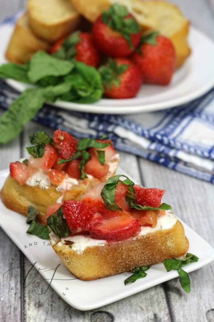 Strawberry Bruschetta Baguettes - Strawberry Appetizers