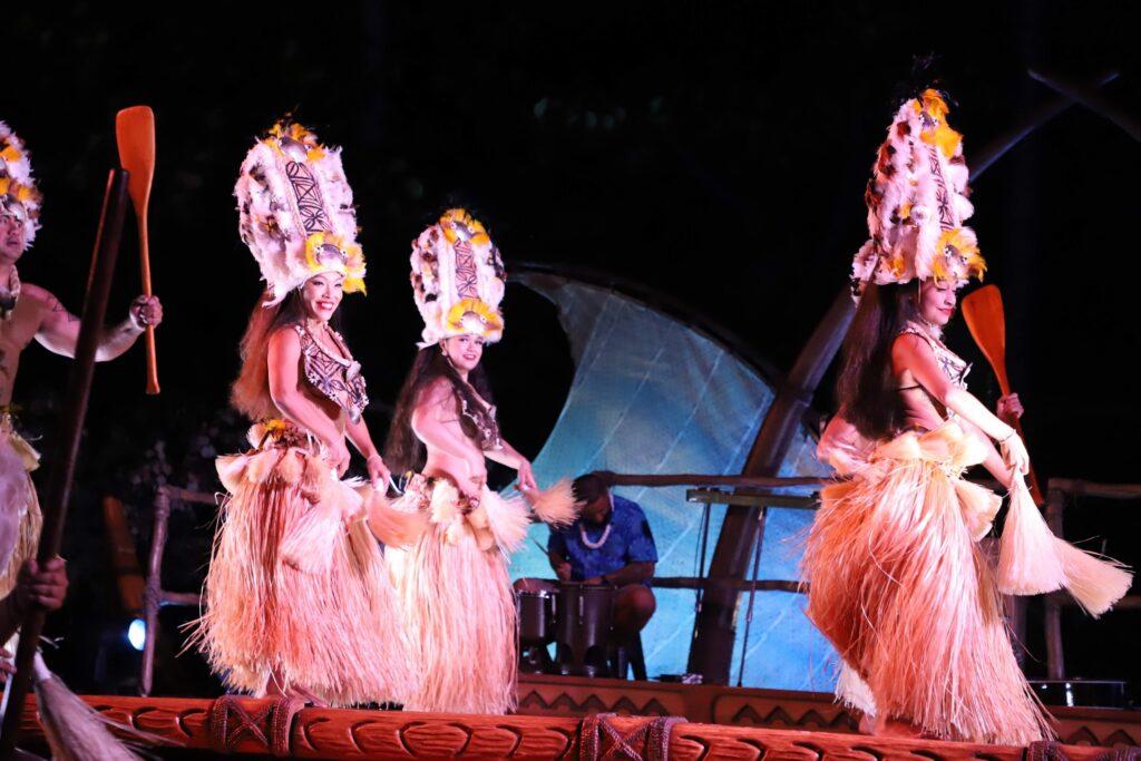 women hula dancing