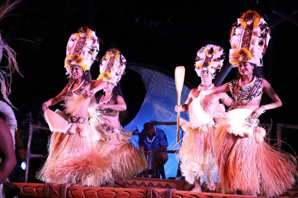women hula dancing hawaii