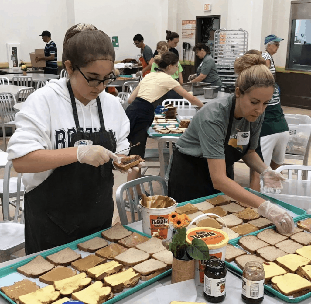 volunteer soup kitchen with kids